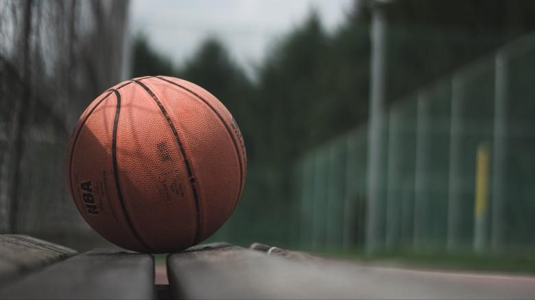 4K-Ball-Basketball-Bench-Wallpaper-3840x2160